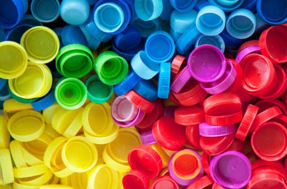 I semilavorati plastici si presentano come dei prodotti in plastica realizzati partendo dai polimeri, ossia dei composti di diversa natura formati da molecole dalle grandi dimensioni.